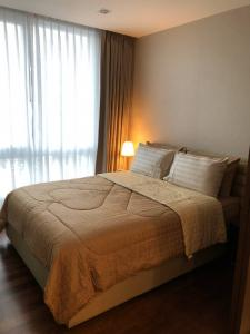 For RentCondoSamrong, Samut Prakan : ***For rent, negotiable price, The Metropolis project, 1 bedroom, 1 bathroom, 7th floor, size 35 sq.m., price 11,000 baht/month, fully furnished, ready to move in, near BTS Samrong