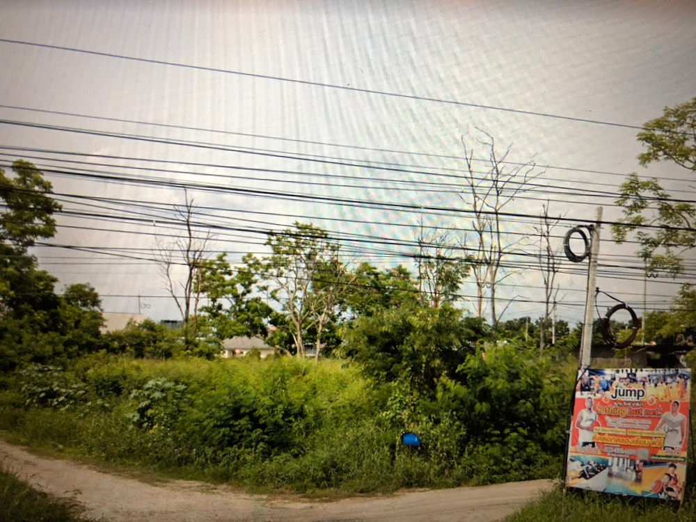 For SaleLandChiang Mai, Chiang Rai : Beautiful land for sale, in a prime location, next to Promenada, near Sri Bua Ngoen Phatthana Intersection, Mueang District, Chiang Mai Province.