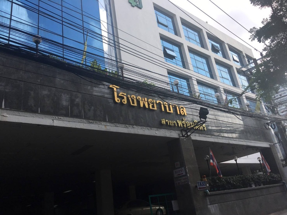 For SaleOfficeSukhumvit, Asoke, Thonglor : Sale of land and buildings, Sukhumvit 39, Prommit Hospital is a 6-storey and 5-storey building with over 100 patient rooms and some medical equipment, 44 parking spaces, an area of 498 square wa, 10,000 square meters, Bts Phrom Phong. Good location, able
