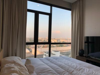 For SaleCondoRama9, RCA, Petchaburi : Urgent sale The capital ekkamai thonglor, 2 bedrooms, beautiful view, brand new room, very beautiful decoration.