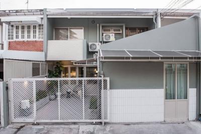 เช่าคอนโดอารีย์ อนุสาวรีย์ : Rental : 2 Story House Ari , 4 bed 4 bath , 240 sqm