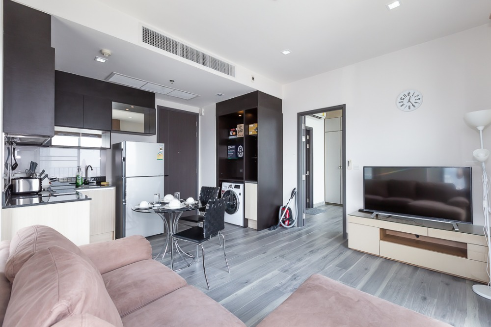 For SaleCondoSukhumvit, Asoke, Thonglor : Condo on a potential location High floor near the mall Close to BTS Asoke And Si Rat Expressway CD194952