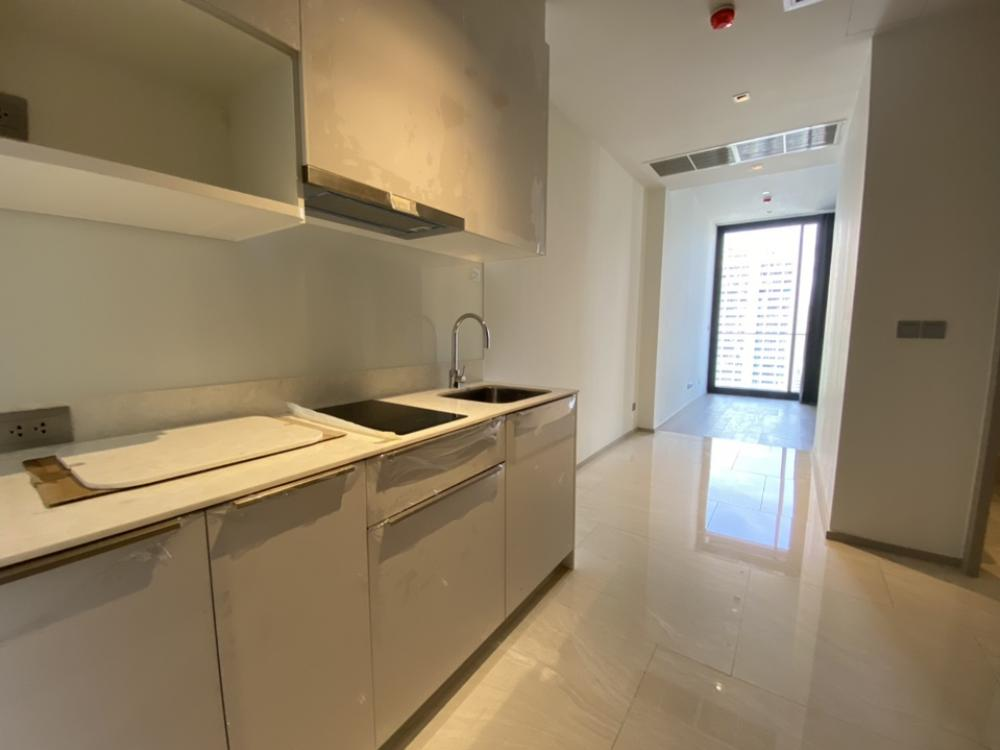 For SaleCondoSilom, Saladaeng, Bangrak : Urgent sale, holding room, down payment Ashton silom, new room, self-sale project Price is lower than pre-sale price, 1 bedroom, large size, 49 sqm.