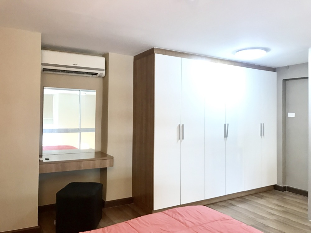 For RentCondoBangna, Lasalle, Bearing : Beautiful room Latitude Condo Latitude Condo near ABAC Bangna, Duplex room, 2 floors
