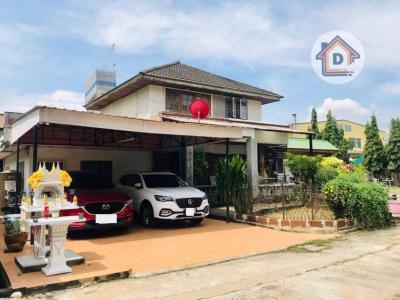 For SaleHouseChengwatana, Muangthong : Land for sale with a 2-storey detached house.