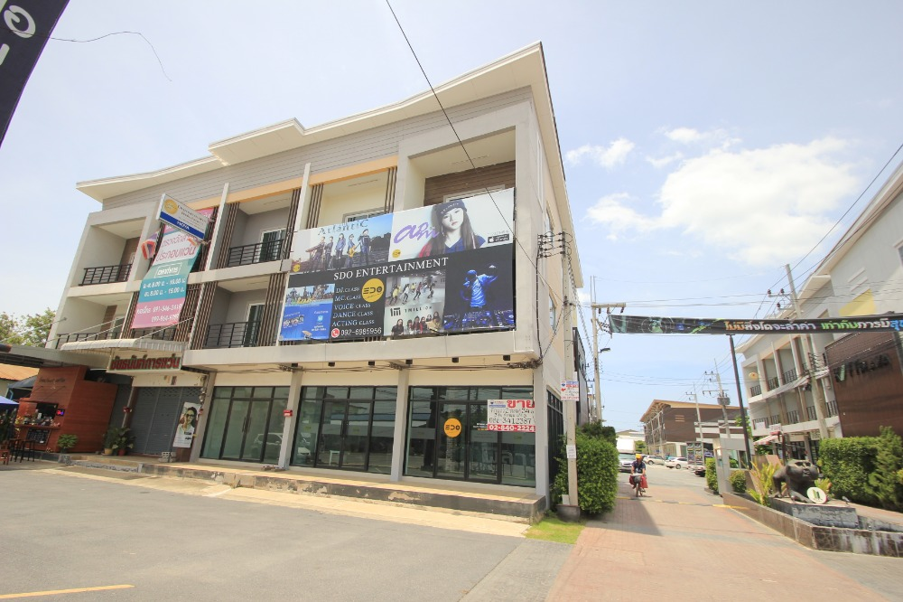 For SaleShophouseSamut Sakhon : Commercial building for sale, Rama 2, Keat Plaza, Phanthainorasing Temple, Main Road, 2 double rooms, corner rooms, decorated with a commercial office. Price negotiable