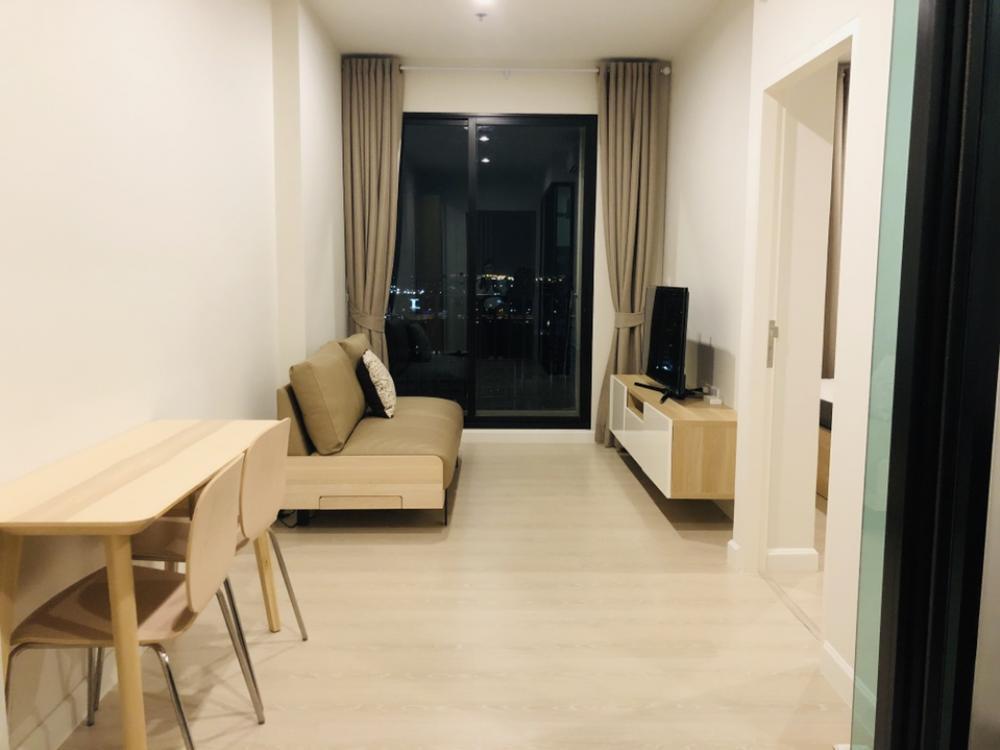 For SaleCondoRama9, RCA, Petchaburi : For Sale 📌📌📌The Niche Pride Thonglor-Phetchaburi, Floor 23, Kitchen with glass partition, pool view.
