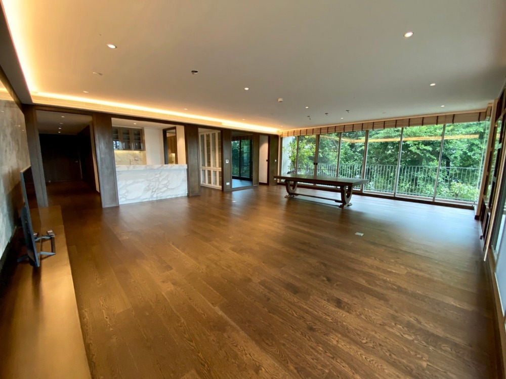For RentCondoRama3 (Riverside),Satupadit : For rent: Supreme Legend luxury condo for rent. Supreme Legend Project Sathorn-Rama 3 area Living area: 301 square meters, 3 bedrooms, 5 bathrooms, 1 kitchen, 1 living room, parking: 3 fixed places, complete facilities.