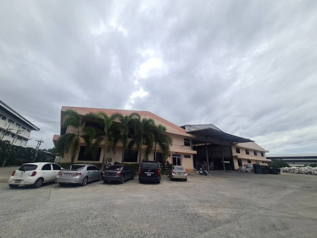 For SaleWarehouseChachoengsao : AE0301 Warehouse for sale, Bang Pakong, Chachoengsao, area 8.3 rai, including 3 buildings, 2 workers accommodation.