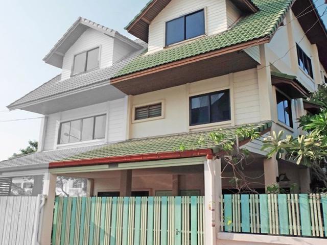 For RentTownhouseLadprao 48, Chokchai 4, Ladprao 71 : Rent 3-storey townhome, big back, Soi Ladprao 97, some furniture, company registration