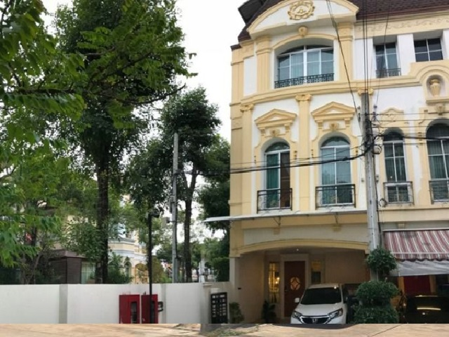 For RentTownhouseRama3 (Riverside),Satupadit : 3-storey townhome for rent, house in the middle of Grand Vienna, Rama 3, fully furnished, 5 air conditioners, Klang Krung Grand Vianna Rama 3 For Rent