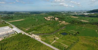 "For SaleLandChonburi, Pattaya, Bangsa : Code 134, large plot of land, Bo Win, 535 rai, 3 million baht per rai, light yellow, close to 331 Road & Huai Prap-Bueng Road Surrounded by large villages Robinson Industrial Estate, Loai Makro and Bowin Market """