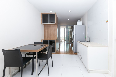 For RentCondoSiam Paragon ,Chulalongkorn,Samyan : For rent, a large 1 bedroom, Fully furnished, 61 sq m. Near MRT Sam Yan and Chulalongkorn University. CD204335