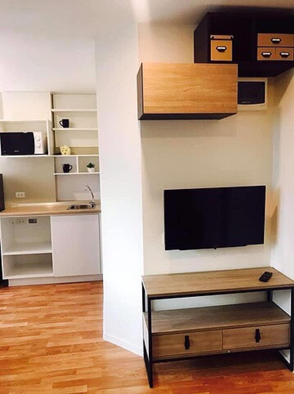 For SaleCondoSamrong, Samut Prakan : Rent / Sale Lumpini Sukhumvit 76 Bearing Station 1 Building A, high floor, sell with electrical appliances + furniture add line: @ ynv192x (answer quickly)