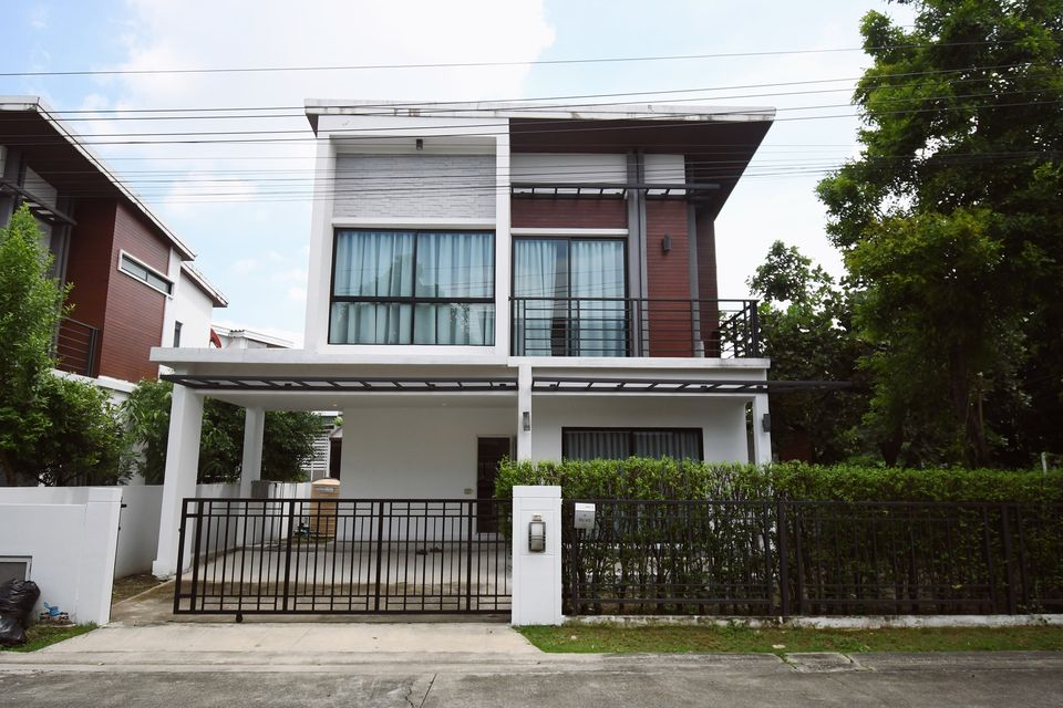For RentHouseLadkrabang, Suwannaphum Airport : House for rent, V2 On Nut Village, Rama 9