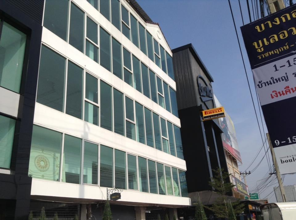 For SaleShowroomBangkruai, Ratchapruek : Sell by owner Commercial building next to Ratchapruek Road with parking and the entrance to the building Suitable for showroom