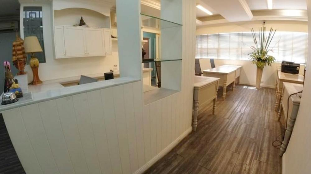 For RentOfficeSukhumvit, Asoke, Thonglor : Office for rent, office area, 2nd floor In the heart of Asoke area Near MRT and Airport Link, 90 sq m, fully built-in 35,000 / month