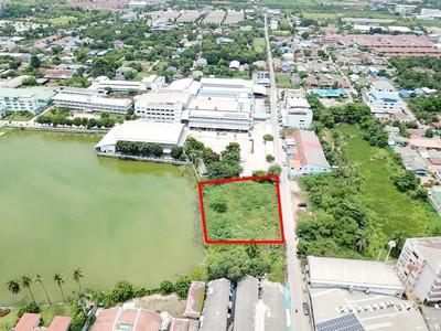 For SaleLandNakhon Pathom, Phutthamonthon, Salaya : P Land for sale by the lake, 621 square wa, Soi Mo Sri Samphran, 1 km away from Petchkasem Rd.