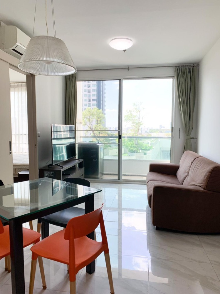 For RentCondoSapankwai,Jatujak : (Newly Renovated) Ideo Mix Phaholyothin, next to BTS Saphan Khwai, 60 sq m. 2 bedrooms, 2 bathrooms, fully furnished + appliances