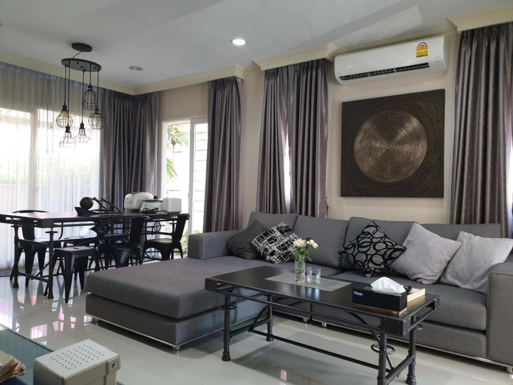 For SaleTownhouseRama9, RCA, Petchaburi : Reduced by a million. Urgent sale, Baan Klang Muang, Rama 9, 3-storey townhome, corner room, 29.7 sq m.