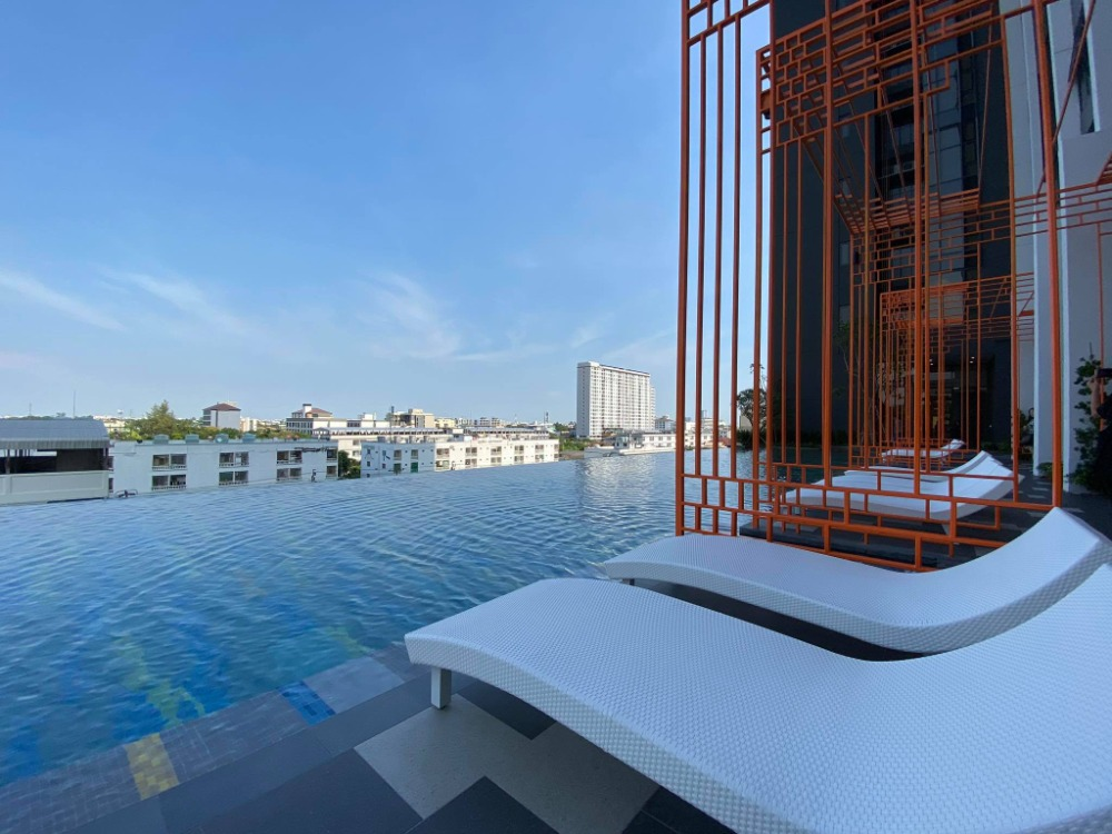 For SaleCondoOnnut, Udomsuk : Luxury condo from Sansiri, 2 drop down, last room, 1 bedroom, high ceiling, close to BTS Punnawithi, only 250 meters.