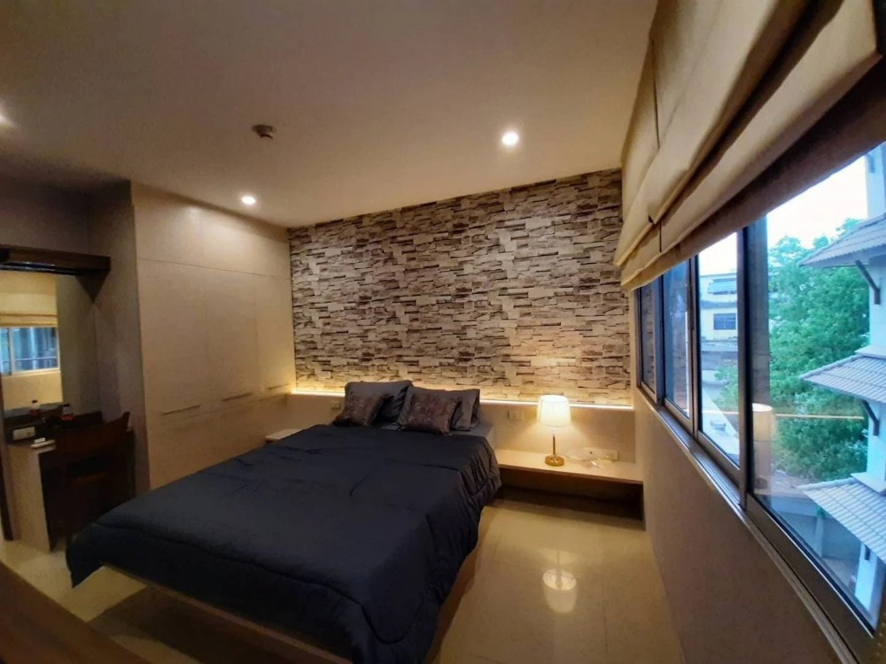 For SaleCondoRatchadapisek, Huaikwang, Suttisan : Condo for sale in Klang Krung Resort Ratchada Soi 7, size 36 sq m. Building B4, 4th floor, price 2.19 million, near MRT Huai Khwang, good location, beautiful room.