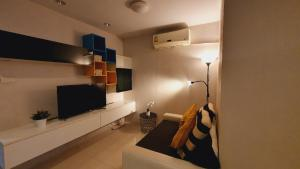 For RentCondoSukhumvit, Asoke, Thonglor : Special promotional price # Asoke, beautiful room, style, 280 m. From MRT Phetchaburi, near SWU 2 bedrooms
