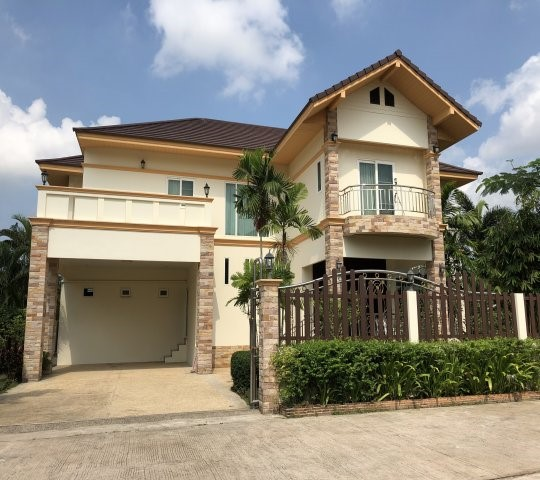 For SaleHouseChonburi, Pattaya, Bangsa : BS108 2 storey detached house for sale and rent, area 355 sq m, with private swimming pool, Bang Lamung District, Chonburi Province, has 5 bedrooms, 4 bathrooms, beautiful house with furniture, ready for sale 25 million baht, rent 85,000 per month.