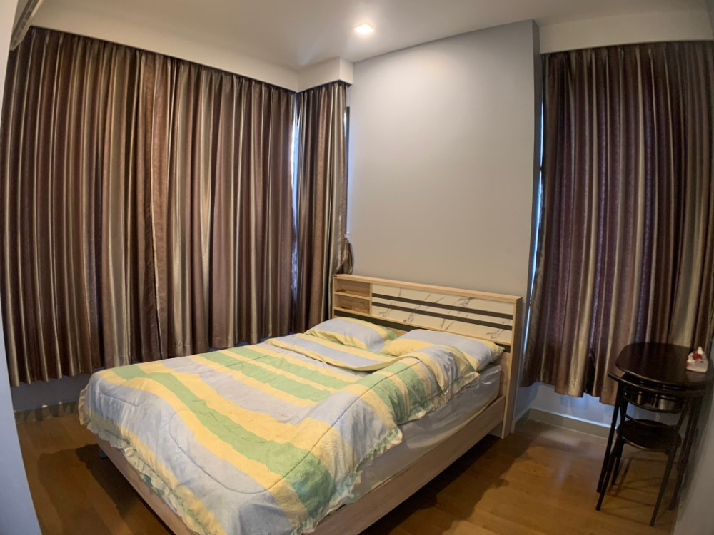 For SaleCondoRatchathewi,Phayathai : HOT DEAL M Phayathai, 1 bedroom, 1 bathroom, 43 sq m, fully furnished room, owner wants to sell Interested in talking prices, call 065-979-5246 post.