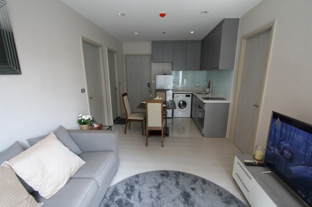 For RentCondoSukhumvit, Asoke, Thonglor : Condo for rent: Rhythm Sukhumvit 36-38, near BTS Thonglor station, beautiful room, full The room position is the same as having a private deck.