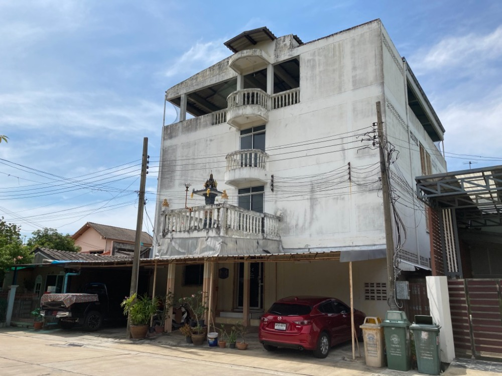 For SaleBusinesses for saleRattanathibet, Sanambinna : BS114 3-storey dormitory for sale, combined with a single-storey house, 2 bedrooms, 1 bathroom, with 2 nodes in Soi Samakkhi 65, Pak Kret District, Nonthaburi Province, selling 8,800,000 baht.