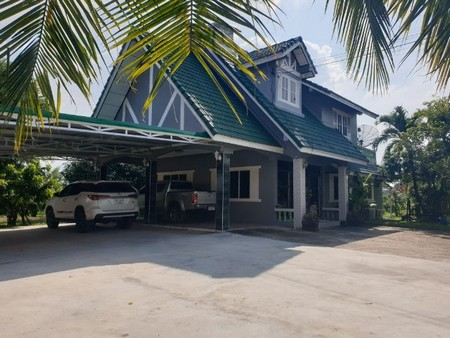 For SaleHouseKorat KhaoYai : HOUSE FOR SALE House for sale with land, 1 rai, 2 bedrooms, 3 bathrooms in the city of Korat.