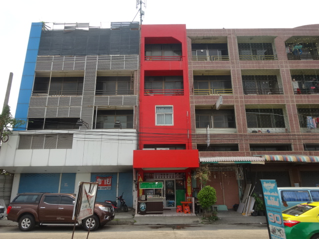 For SaleShophouseNawamin, Ramindra : Sales of commercial buildings next to the road. Near five intersection Watcharaphon Suitable for offices, shops, restaurants, etc. near the expressway. Very cheap.