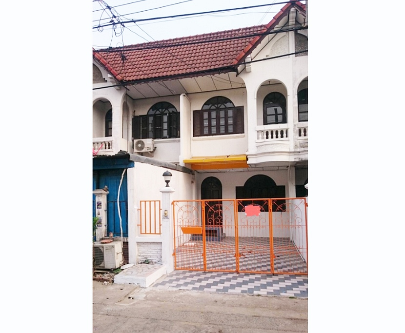 For SaleTownhouseKaset Nawamin,Ladplakao : 2-storey townhouse, Sena Village, 88 Soi Nuanchan, near the corner market, 18 square meters, 2 bedrooms, 2 bathrooms.