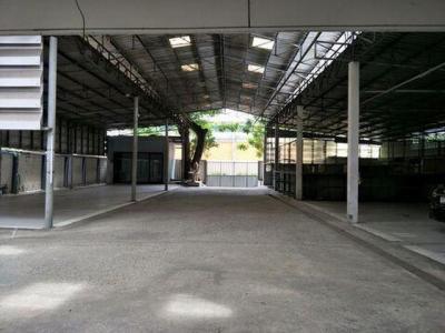 For RentWarehouseNana, North Nana,Sukhumvit13, Soi Nana : Warehouse for rent with office in Sukhumvit 71 area, 1 rai area, suitable for warehouse, restaurant, office or showroom.