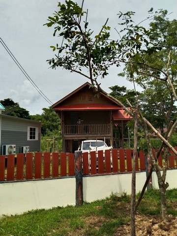For SaleLandNakhon Nayok : Thai style single house for sale, size 58 sq m. In Soi Khlong Maduea 200 meters from the main road into the alley