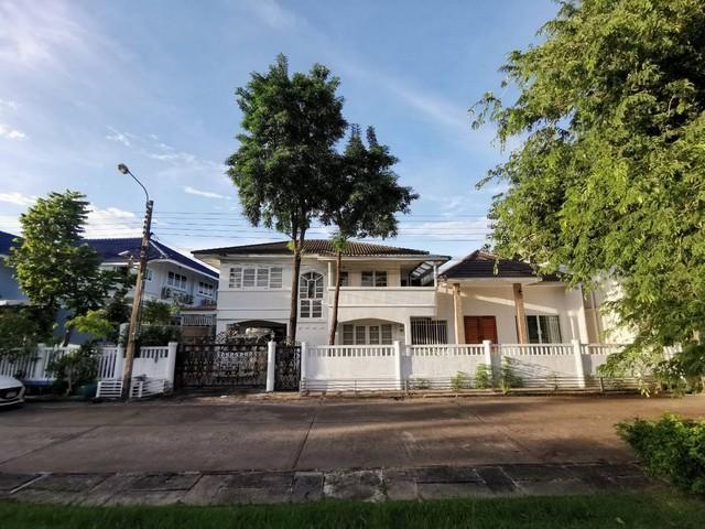For RentHousePattanakan, Srinakarin : 2 storey detached house for rent Pattanakarn area, Soi 57 Near development, new cut, near motorway, Rama 9