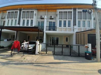 ขายทาวน์เฮ้าส์/ทาวน์โฮมบางนา แบริ่ง : ขายทาวน์โฮม Golden Town บางนา-สวนหลวง  130 ตร.ม 4 ห้องนอน 3 ห้องน้ำ