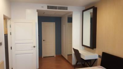For RentCondoRatchadapisek, Huaikwang, Suttisan : Spacious room, pool view, near BTS, 1 bedroom rental, Supalai Wellington 1
