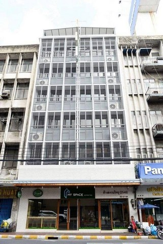 For RentHome OfficePha Nakorn, Yaowarat : Office for rent in Yaowarat area Near Sam Yot MRT, near the temple building, area 98 sq m.