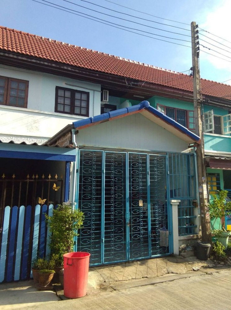 For SaleTownhouseRangsit, Patumtani : 2 storey townhouse for sale, Chat Pailin Village, Lat Lum Kaeo, size 16 sq.wa. The project is located on the main road. Lat Lum Kaeo - Pathum Thani, price only 970,000 baht.