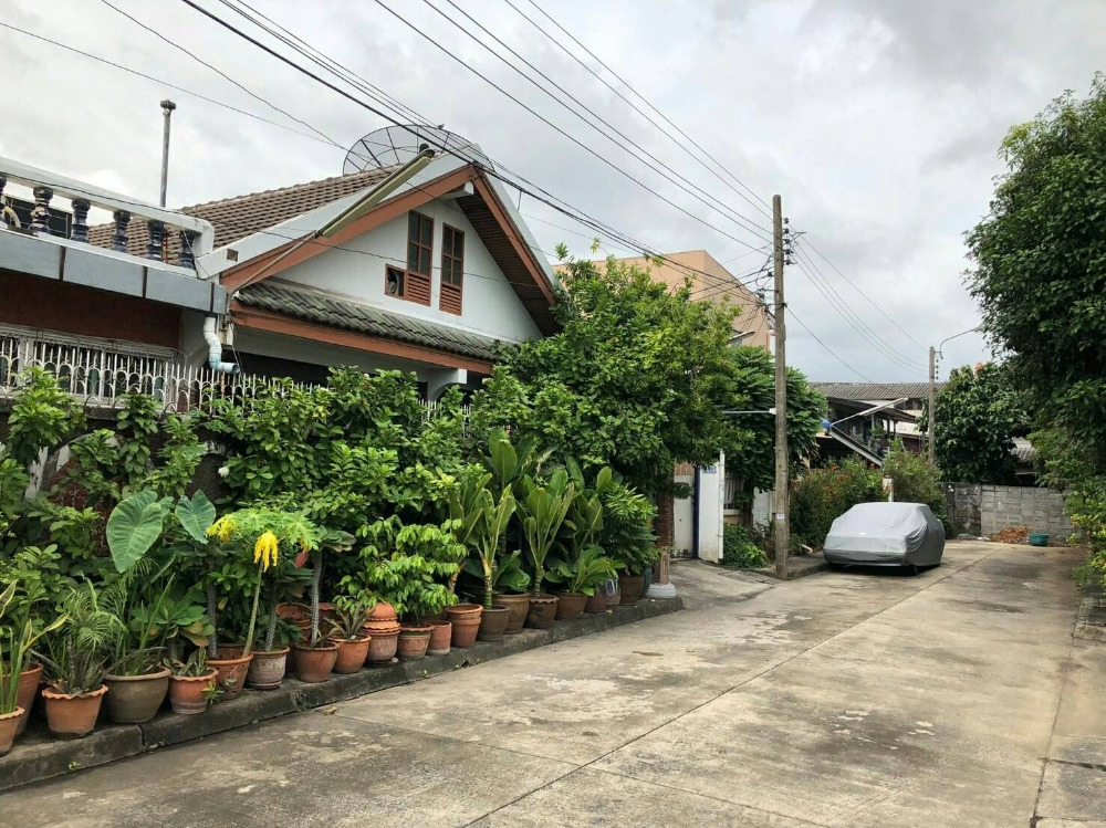 For SaleHouseRatchadapisek, Huaikwang, Suttisan : Urgent sale, one-story house, Charoen Suk Ratchada 36, 73 sq.wa., Soi Ratchada 36, Suayai Uthit Road Chankasem Subdistrict, Chatuchak District