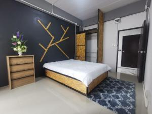 For RentCondoSamrong, Samut Prakan : Room for rent, Irish Residence, Bang Hua Suea, Pu Chao Saming Prai Road, near Bts Samrong