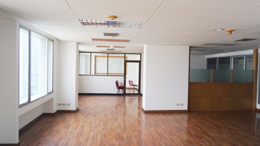 For RentOfficeRatchadapisek, Huaikwang, Suttisan : Forum tower near MRT Huai Khwang Office Forum tower For Rent.
