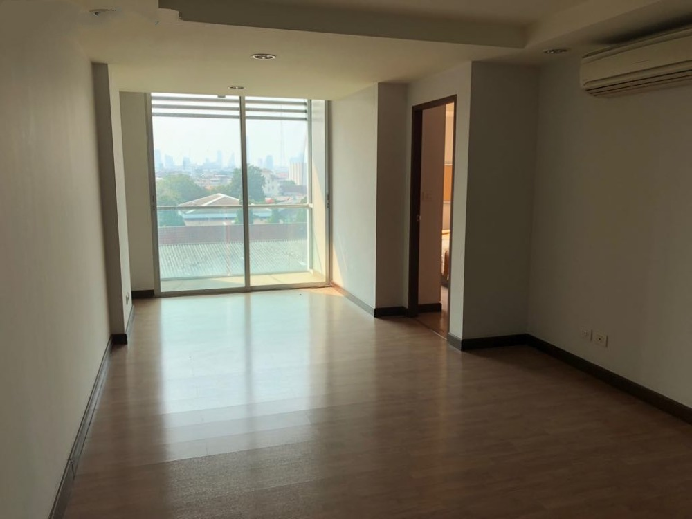 For SaleCondoRatchadapisek, Huaikwang, Suttisan : The cheapest sale in the project The Kris Ratchada 17 (The Kris Ratchada 17) Low-rise condo near MRT Sutthisan.