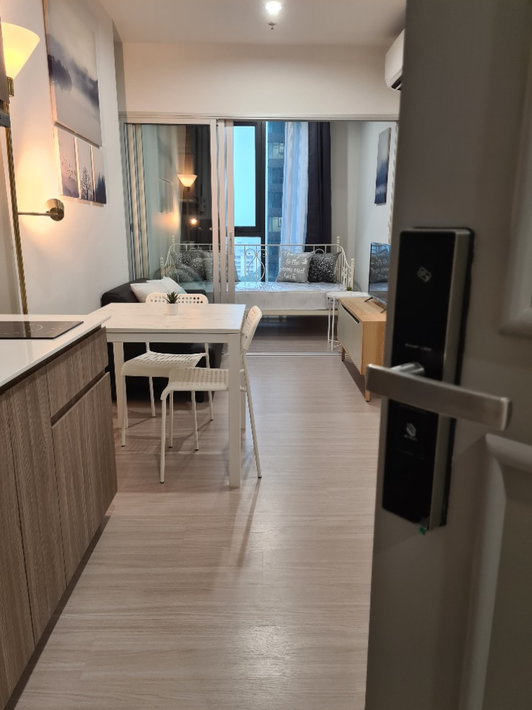 For RentCondoBang kae, Phetkasem : All New Condo for Rent at the Parkland Petchkasem56.14th Floor. 35 SQ.m. Next to Phasi Charoen MRT Station and Saenee Food Market. Opposite to Seacon Bangkae Shopping Centre.