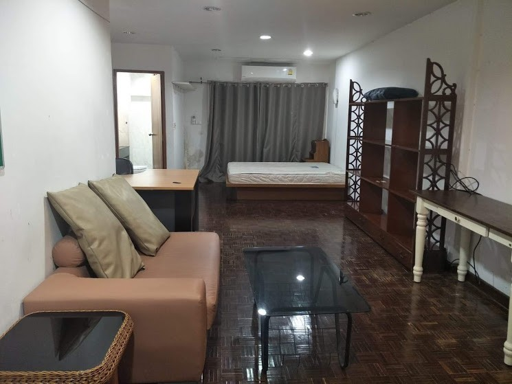 For RentTownhouseRatchathewi,Phayathai : For Rent Townhome Next to Vichaiyut Hospital Unit 71/22