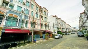 For SaleTownhouseLadprao 48, Chokchai 4, Ladprao 71 : Selling townhomes next to Ekamai Expressway, the best location in the center of the city, Rama IX, Lat Phrao, size 24 sq m, area 270 sq m, suitable for office, special price