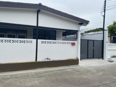 For RentHouseLadprao 48, Chokchai 4, Ladprao 71 : RH425 Single storey house for rent, 54 sq m, Chokchai 4, Soi 36