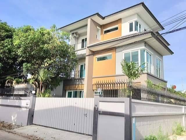 For SaleHouseRatchadapisek, Huaikwang, Suttisan : New house for sale, corner, 3 floors, Suthisan district, 70 square meters